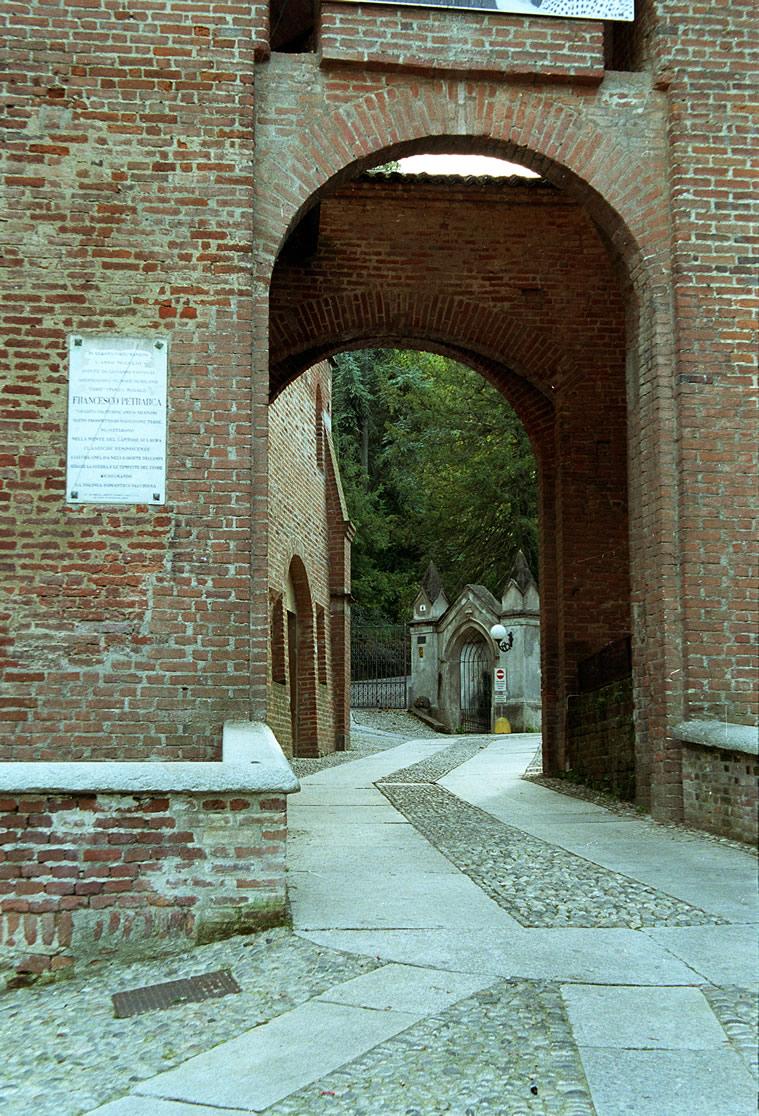 ingresso-castello-san-colombano